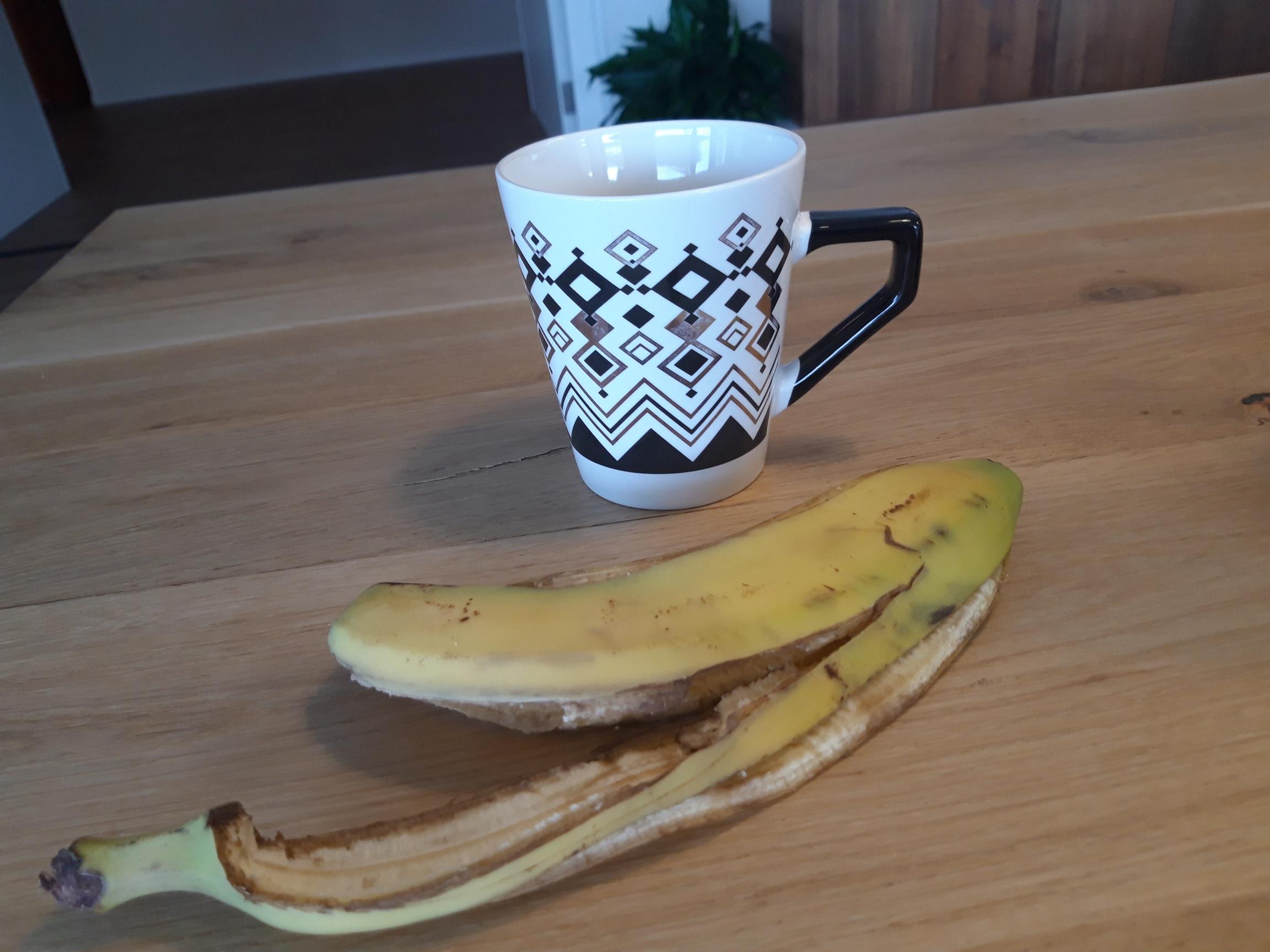 Kopje thee en een bananenschil